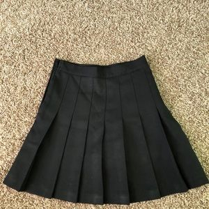 Dresses & Skirts - Black tennis skirt🍒